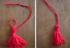 4. 残ったa糸の長い方は、とじ針で結び目にくぐらせて輪を作り、鎖編み12目を編みます。