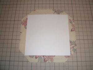 布ⅱをケント紙bに貼り、のりしろを貼り包み、外底に貼る。