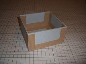 厚紙Cを①の両側に貼り、同様に水張りテープでとめる。
