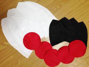 白を高さ34センチ、幅30センチ。 黒(内側色)を高さ19.5センチ、幅20センチ。 それぞれ写真のような緩やかな三角形に4枚ずつ切る。 赤を直径14センチの円に5枚切る。