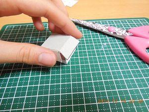 厚紙を折って、かぶせます。固定はセロハンテープでしました。