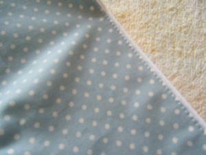 折ったあとに上からまたミシンがけ 反対側の縁はこの表からのミシンで 一度で縫うので慎重にね ゴムを入れる分3cmほどあけておく