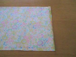 次は、0.7cmの所で折ります。 (折るだけです。こうすると、表から縫い目が見えなくなります。) ※アイロンで折り目をしっかり付けて下さい。