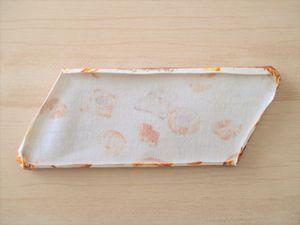 アイロンで縫い代を折ります。