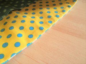 表地を1~2mm裏地側にずらしてアイロンで折ります。