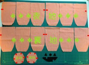 型紙通りに生地とフェルトを裁断します。 ※型紙の赤い点線部分は図のように印を付けておきます。 ※枚数が多いので、何枚か重ねて裁断すると楽です。
