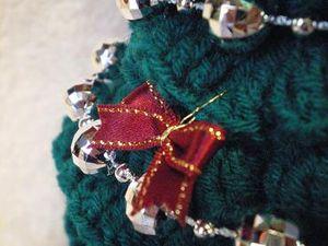 リボンを折りたたみ 中央をワイヤーでひねって 飾り付けました。