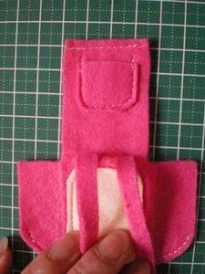 内ポケットを縫い付ける。